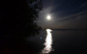 moon-over-lake-winnebago